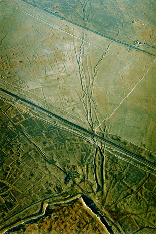 Lower section of the Big Sauran kariz. Air photo (2006).