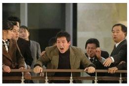 Imagen faltante: Escena en la que Choi Min-Jae intenta revelar el verdadero Hanbando (2006)